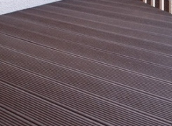 Pavimenti per esterni in plastica che sembra legno